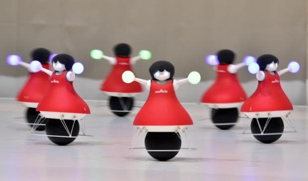 dancing_robots_07102015_620_365_100